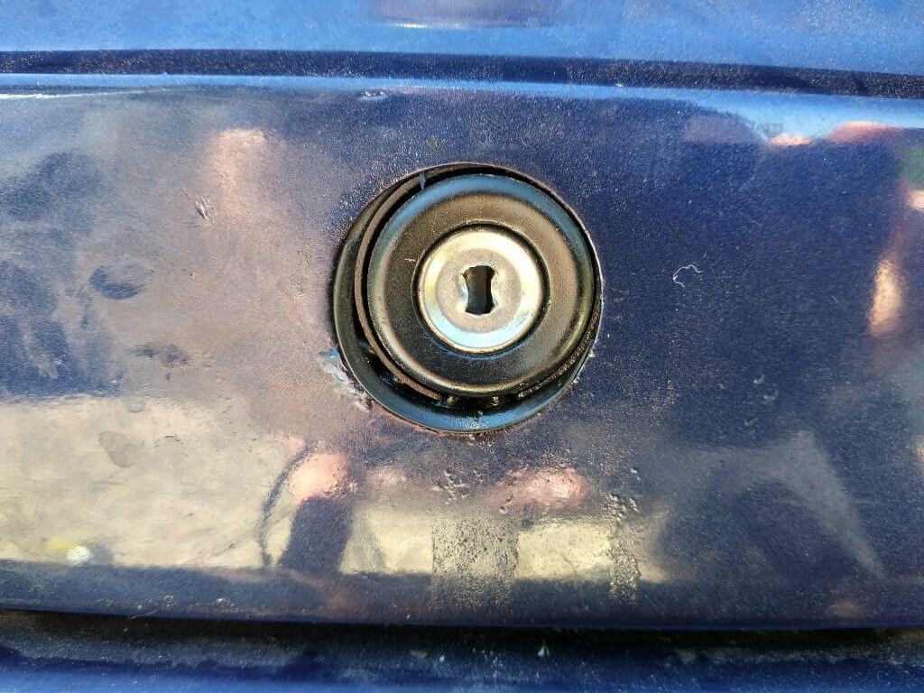 Mercedes boot lock
